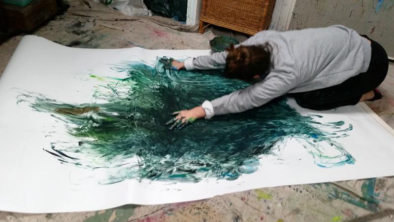séance individuelle d'art thérapie à Versailles : art-thérapie psycho-corporelle. Peindre et danser acvec son corps
