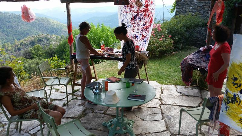 art-thérapie en petit groupe lors d'un stage d'art-thérapie et psychanalyse avec Cécile Orsoni